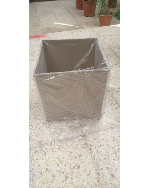 Square. Plastic Pot 40*40