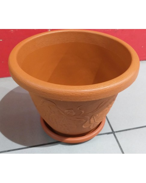 Plastic Pot with Tray - 9 Inch dia on top